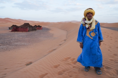 Bedouin and his tent in Sahara desert,Morocco,Northern Africa 報道画像