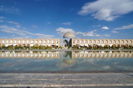 esfahan: Shaykh Lotfollah Mosque next to the ornamental lake in the maydan gardens at Naqsh-e Jahan Square, in central Isfahan Esfahan, Iran.