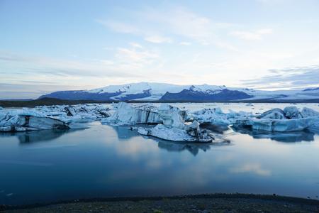 Cenário de paisagem com gelo, Jokulsarlon na Islândia