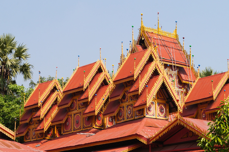 Wat Sri Rong Muang has the most beautiful teak wood vihara in Lampang. It is said to be the same as Indras place.The roof has multiple layers Some parts of the gable were imitated from a castle in Mandalay.