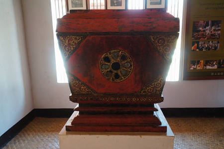 Northern style Tripitaka cabinet  at Wat Pong Sanuk Temple in Lampang,Northern Thailand 報道画像