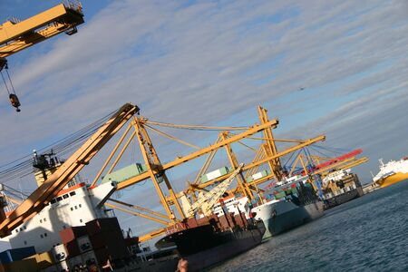 construction navale: Grues et navires  Banque d'images