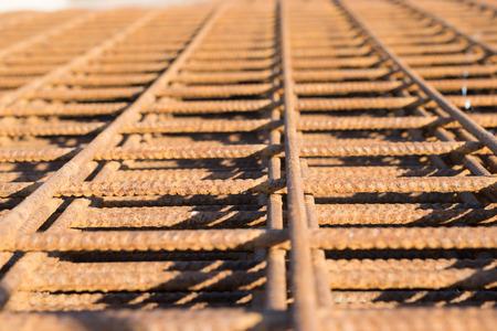 El acero inoxidable se utiliza para el camino para fortalecer el peso.