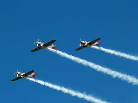brilliantly: Stunt team at airshow Teamwork displaying brilliantly