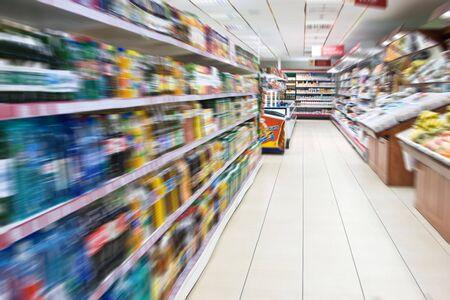 estanter�as: Supermercado borroso Foto de archivo