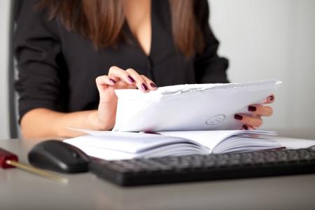 young woman secretary sort by size letters Standard-Bild