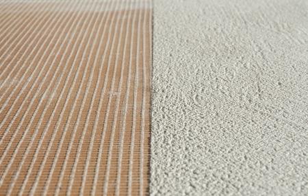 fibra de vidrio: microcemento capas de preparación de espesor por encima del suelo de gres microtopping de malla de fibra de vidrio de la pizca de recubrimiento Foto de archivo