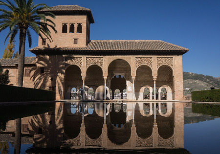 Alhambra Palace in Granada Spain palaces Nazaries, symmetrical reflection in the mirror of water Standard-Bild