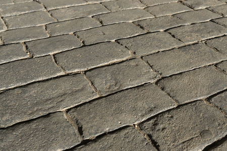 Gray stamped concrete pavement outdoor, mimics cobblestones pattern, decorative appearance colors and textures of paving cobble stone, perspective flooring exterior Standard-Bild