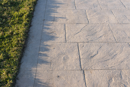 Stamped concrete pavement slate stone pattern, decorative appearance colors and textures of paving slate stone tile on cement flooring exterior decorative, perspective Stockfoto