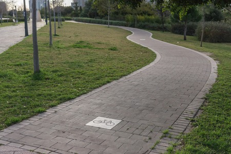 ciclovia: cycleway sign road with curves, bikeway for cyclists only. Bike lane in the Turia River gardens in Valencia Spain Foto de archivo