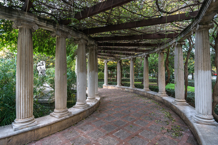 Jardines del Real, Walk in-between columns - Viveros Valencia, near old dry riverbed of the River Turia