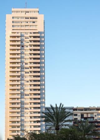 Gray straight line modern apartment tower facade building in a wealthy neighborhood Banco de Imagens
