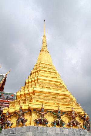 Bangkok, Thailand - October 8, 2010 : Gold pagoda in side wat phra kaew people visit because the beautiful at thailand 新聞圖片