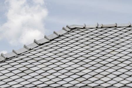 le toit et le ciel gris en thaïlande Banque d'images