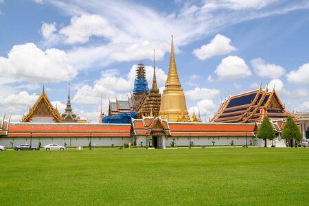 Blick auf das Wahrzeichen des Tempels Wat Phra Kaew in Bangkok in Thailand?