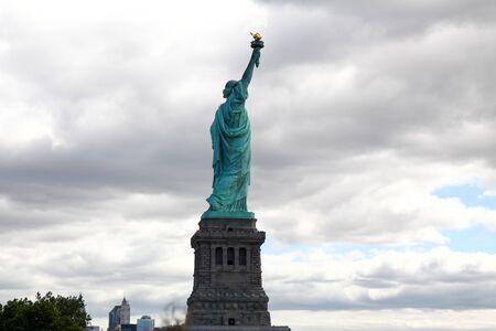 la Statua della Libertà è famosa a New York, USA.