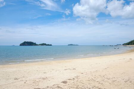 View of seascape is sand beach and view island and blue sky at thailand 免版税图像