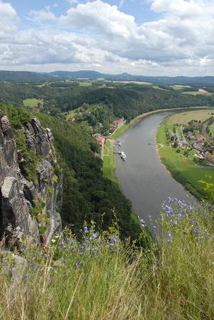 Blick auf die Elbe und Rathen Standard-Bild - 10818327