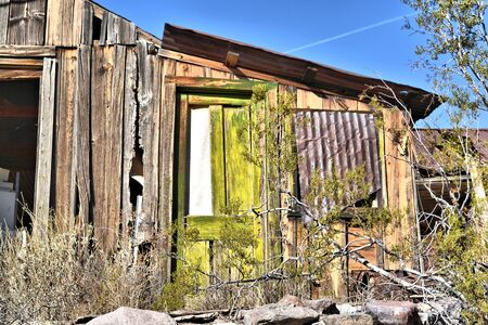 Rusty shack with green paint on door Reklamní fotografie