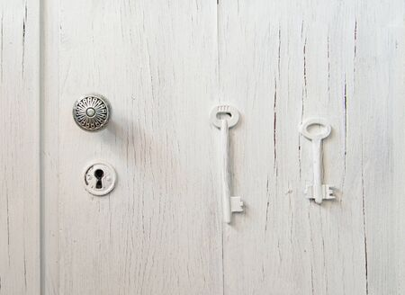 keek: An old grey door with a keyhole: right and wrong keys puzzle