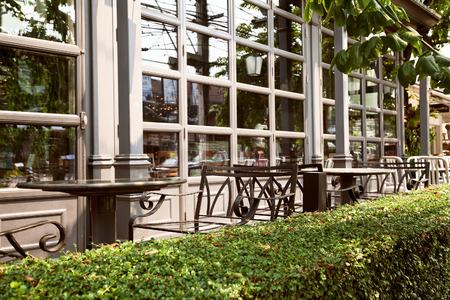 Vacío Café Al Aire Libre Cerrado - Muebles Pila De Sillas Fotos ...