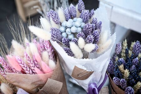 Dry herbs colorful purple and pink bouquets at flower shop. Beautiful bundles of pink and blue dried spikelets at a market - tinted lavender, canary grass, bunny tails, wheat 版權商用圖片 - 80232973