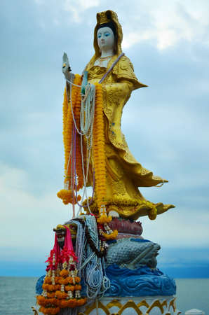 quan yin: Guan Yin Statue Stock Photo