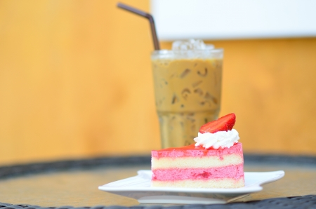 coffee jelly: Strawberry cake with Ice coffee on table