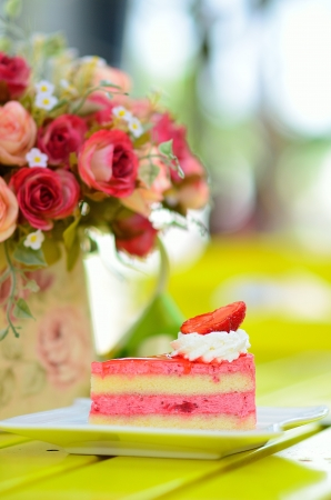 caffee: Strawberry cake with flowers on table Stock Photo