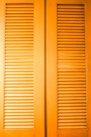 air flow: Struttura porta di legno con flusso d'aria pronunciata