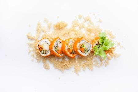 Rouleau croustillant, rouleau de riz de tempura de crevettes avec sauce miso épicée, cuisine japonaise Banque d'images