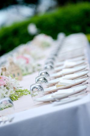 tavolo da pranzo: Lungo tavolo da pranzo formale