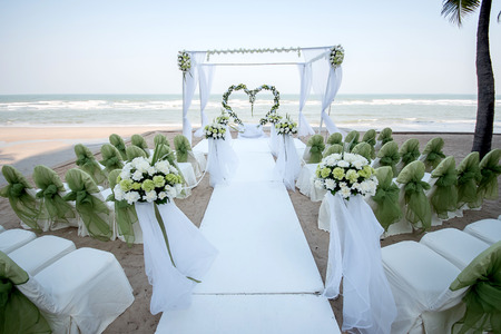 nuptials: Decoration of wedding flowers in heart shape