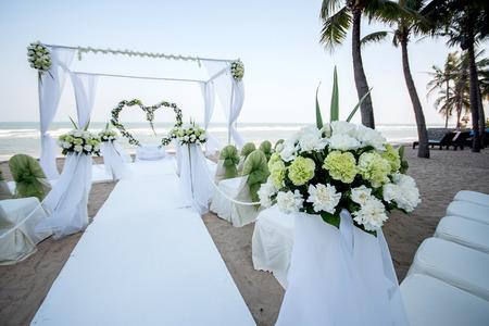 sea green: Decoration of wedding flowers in heart shape