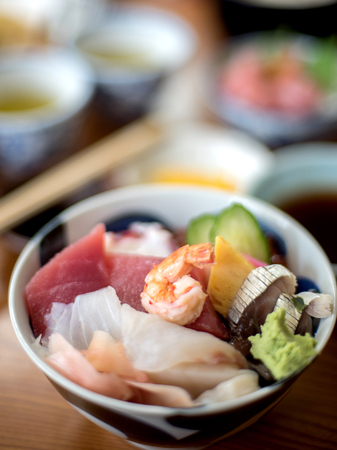 dikon: Selectivo se centran en los alimentos en un tazón y efecto de desenfoque en el fondo Foto de archivo
