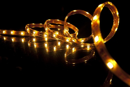 lumieres: Glowing guirlande LED sur fond noir