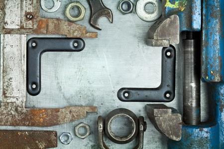 Staré rezavé nástroje na kov pozadí