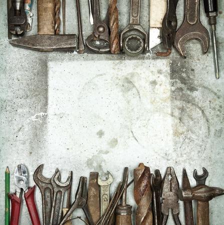 Hromadu starých nástrojů na kovové pozadí Reklamní fotografie