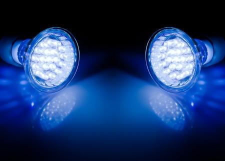 Modré paprsky dvou LED lampy