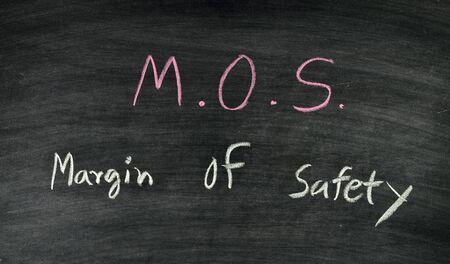 margine: mos, margine di sicurezza stock concetto di scambio sulla lavagna