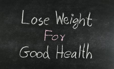 """buena salud: """"Bajar de peso para la buena salud"""" palabra escrita en la pizarra"""