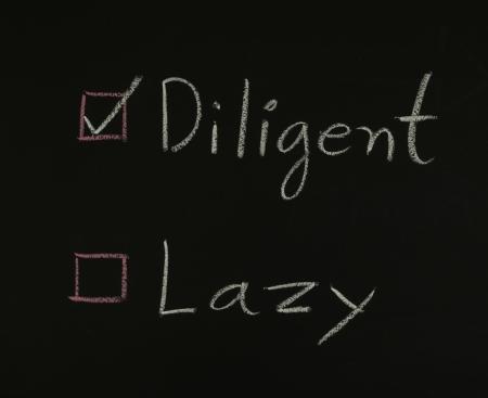 diligente: seleccione diligente escrito en la pizarra
