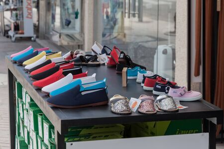 Collection of shoes outside the shop Imagens