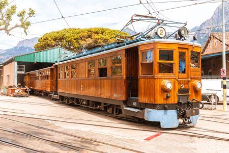 The vintage train from Soller to Palma de Mallorca Imagens - 131100198