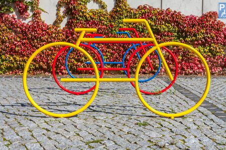 Colorful bicycle statues as stand Imagens - 131100234
