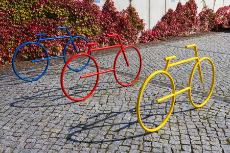 Colorful bicycle statues as stand Imagens - 131100231