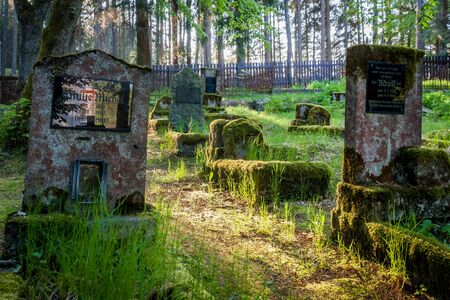 Gravestones of an old forgotten cemetery Banque d'images - 134799449