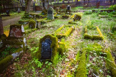 Gravestones of an old forgotten cemetery Banque d'images - 134799451