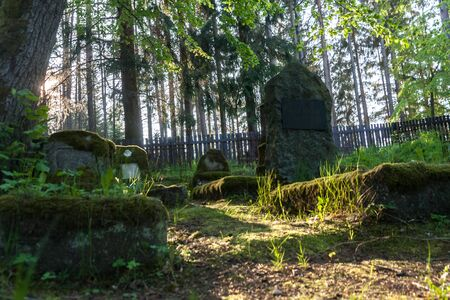 Gravestones of an old forgotten cemetery Banque d'images - 134799501